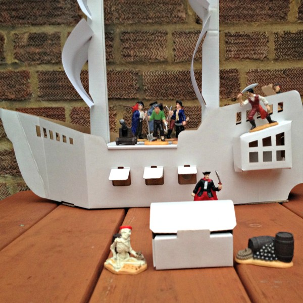 Calafant Pirate Ship and Treasure Chest